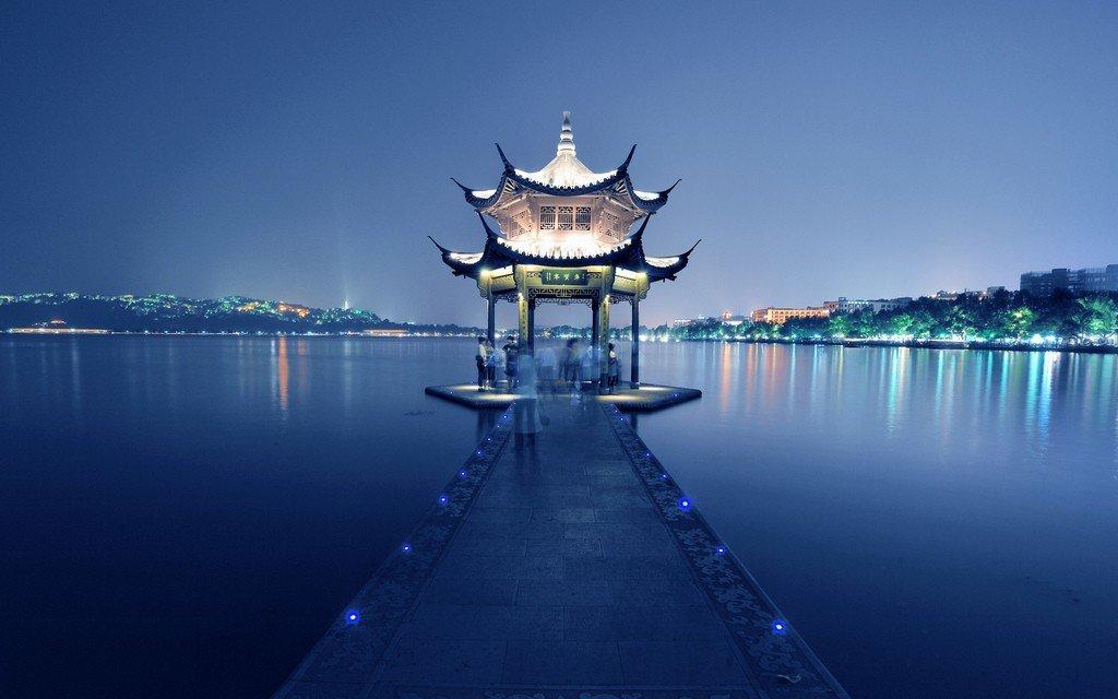 Пресноводное озеро Сиху (г. Ханчжоу), Китай