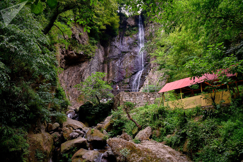 Водопад Махунцети и мост Царицы Тамары, Грузия