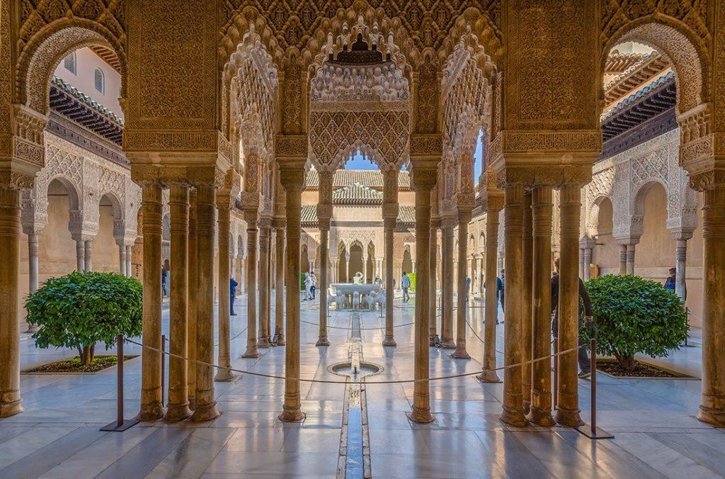 Дворцовый комплекс Альгамбра (г. Гранада), Испания
