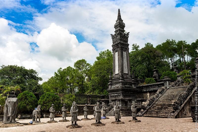 Гробница Кхай Диня, Хюэ