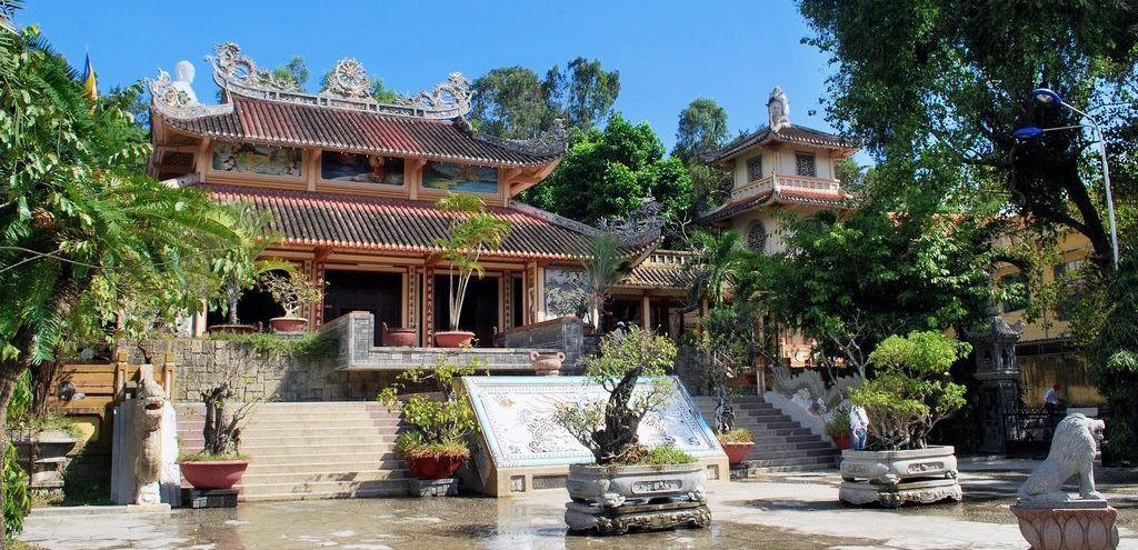 Пагода Лонг Шон и Белый Будда, Нячанг