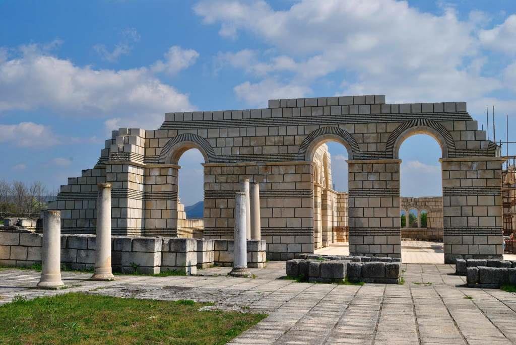 Руины древней Плиски, Болгария