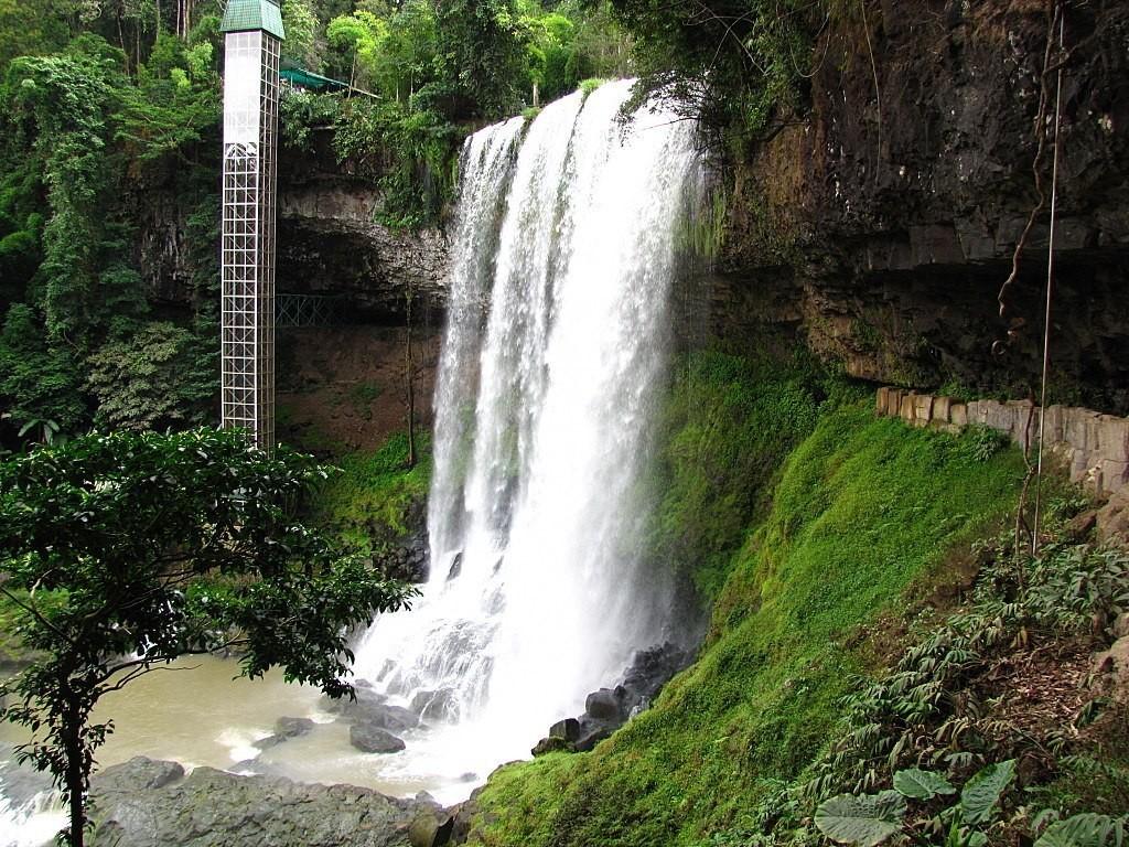 Водопады Дамбри и Дасара, Баолок