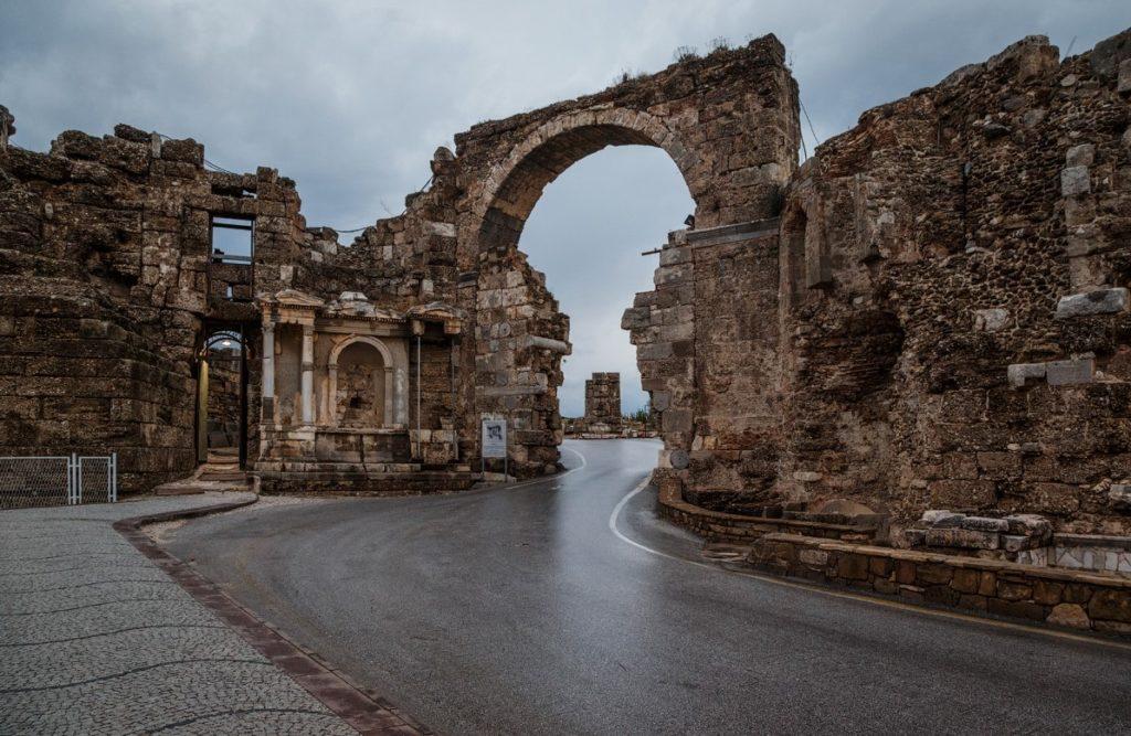 Арочные ворота, Сиде