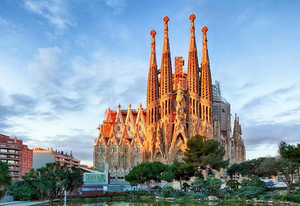 Собор Саграда-Фамилия или Храм святого семейства (г. Барселона), Испания