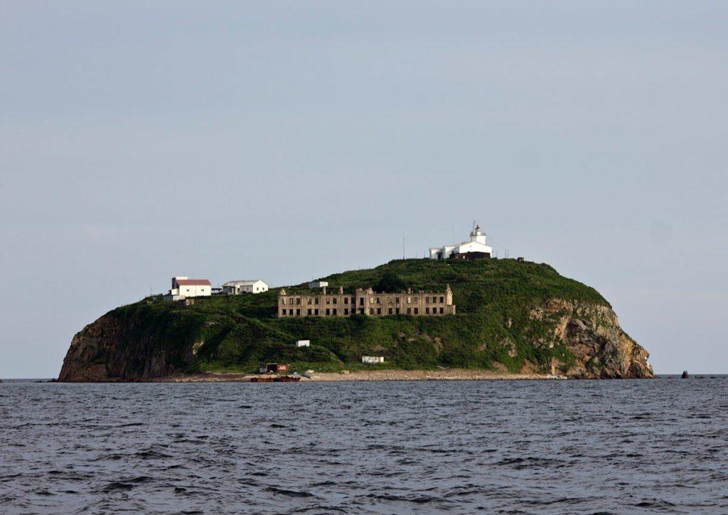 Маяк на острове Скрыплева, Владивосток