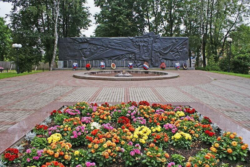 Мемориал в сквере Героев