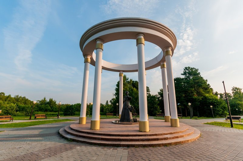 Памятник жёнам декабристов, Тобольск