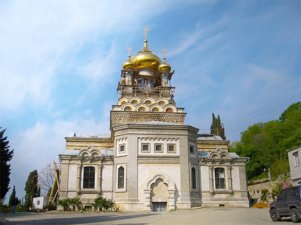 Храм Архангела Михаила, Алупка