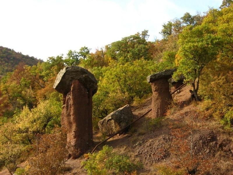 Каменные грибы в долине Сотера, Алушта